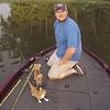 Alors que ces deux hommes allaient pêcher, ils récupèrent deux chatons dans l'eau !
