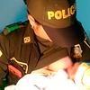 Colombie: une policière sauve la vie d'un bébé abandonné en lui donnant le sein